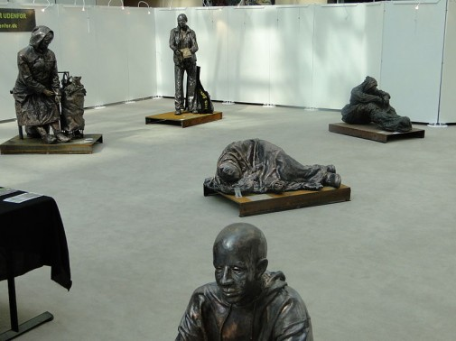 800px-Sculptures_of_homless_peoples_in_the_europaparlament.