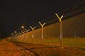 120px-Airport_Frankfurt_-_Fraport_-_Flughafen_Frankfurt_-_barbed_wire_and_fence_-_Stacheldraht_und_Zaun_-_05