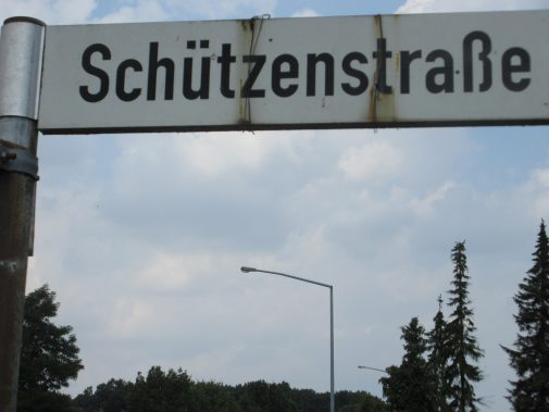 deze straat dus