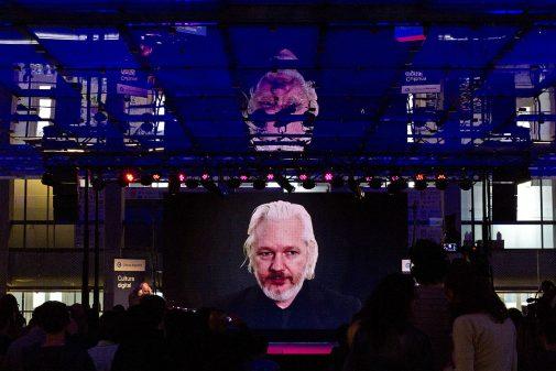videoconferencia_con_julian_assange_-_foro_cultura_digital_22175392526